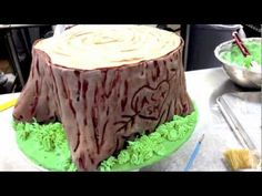 How to make a cut log and tree bark out of fondant. Easy to do! UPDATE - You can now watch my latest tree stump cake tutorial here which shows you how to mak...