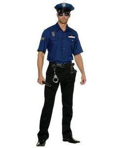 Como fazer uma fantasia de policial. A fantasia de policial além de divertida é fácil de fazer. Pode fazê-la com peças de roupa que tenha em casa e um pouco de imaginação para complementá-la e torná-la mais real. Repare bem nos policiais...