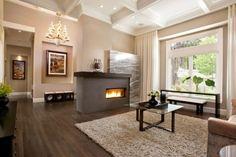Elegáns, rendezett és otthonos lakóteret alakítottak ki a tágas nappaliban, ahol a föld színek uralkodnak mind a falszínek, mind a bútorok terén.