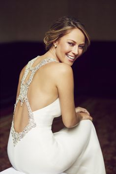 Glowing, radiant… just a few words that come to mind when we see Vanessa Huppenkothen in blinged out EMMETT style from the Atelier Pronovias 2017 Preview Collection. #PronoviasItBrides