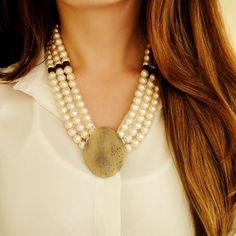 Que tal um colar maravilhoso para passar o ano novo? 😍 KIT Colar Cali no ouro envelhecido com pérolas! Temos o passo a passo do mesmo modelo no youtube, só muda a cor! Bem fácil de fazer!!!