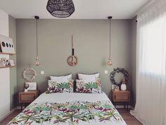 Carré Blanc (@carreblancparis) • Photos et vidéos Instagram Bed, Photos, Furniture, Instagram, Home Decor, Comforter Set, Spring, Home, Pictures