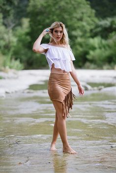 It seems that everywhere you go you see fringe, from fringe boots to fringe jackets. Is there a wrong way to wear it? Can you wear too much fringe?Keeping it simple, we styled Diamond with our Enti...