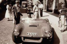 Rolf Mellde på provtur i Lysekil, en sommardag troligen 1957, med Saab Sonett nummer två, P 62222. Den här bilen var, likt de övriga bilarna, lackerad i en ganska uppseendeväckande färg, en klart lysande ljusröd eller tegelröd nyans. Bilen som först levererades till Philipsons för att sedan hamna hos Saab i USA lär, efter en mindre skada, ha lackerats om i exakt samma färg som originalkulören. Den ägdes efter Saab USA av General Motors och ingick i deras historiska samlingar. Efter… Car Mats, General Motors, Cool Cars, Dream Cars, Antique Cars, Classic Cars, Automobile, Vehicles, Hate