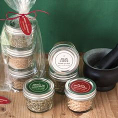 Create these edible spice blends to give as a homemade gift for your friends and family for the holidays!