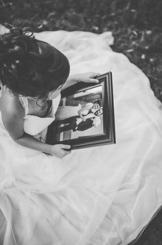Wears Her Late Mom's Wedding Dress In Bittersweet Photos Source by Look dress Little Girl Wedding Dresses, Wedding Dress Pictures, Wedding Dresses Photos, Elegant Wedding Dress, Designer Wedding Dresses, Weding Dresses, Baby Wedding, Wedding With Kids, Wedding Poses
