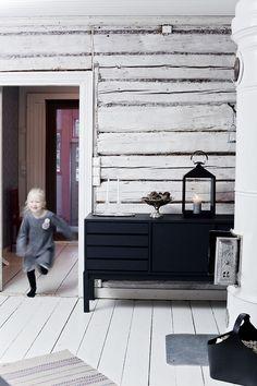 Finnish style -Marjan elämää - Life of Marja Nordic Home, Scandinavian Home, Nordic Style, Scandinavian Interior, Interior Styling, Interior Design, Black And White Interior, Black White, Black Furniture