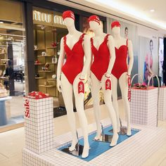 """TSUM DEPARTMENT STORE, Moscow, Russia, """"Don't sweat it... SALE NOW ON"""", pinned by Ton van der Veer"""