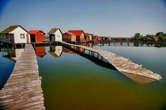 Lake Bokodi, in the village of Bokod, about 80 kilometers west of Budapest, Hungary, is an artificial lake created in 1961 by the Oroszlány . Floating House, Hungary, Budapest, Google
