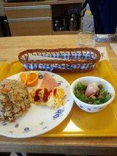 今日のお昼ご飯は炊き込みご飯セットいただいています。
