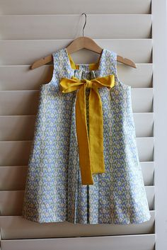 DIY: Girl's dress (pattern via http://www.oliverands.com/)