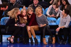 Kate Upton, Amanda Seyfried, Taylor Swift, guest and Justin Long attend the Orlando Magic vs New York Knicks game at Madison Square Garden on November 12, 2014 in New York City -- Getty Images | View photo - Yahoo Celebrity Philippines