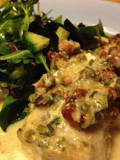 Fish with bacon and parmesan Seafood Dishes, Fish And Seafood, Seafood Recipes, Cooking Recipes, 300 Calorie Lunches, I Love Food, Good Food, Baked Tilapia Recipes, 30 Min Meals