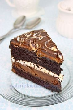 Tuxedo cake, Costco style, with 2 layers of chocolate ganache cream. The best chocolate cake I've ever had! (In Romanian and English)(Best Chocolate Ganache) Just Desserts, Delicious Desserts, Yummy Food, Healthy Food, Best Chocolate Cake, Chocolate Ganache, Tuxedo Cheesecake Recipe, Costco Chocolate Cake, Desserts