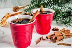 Recepty na zimní horké nápoje: vánoční grog, svařák, punč a tekuté cukroví. Vykašlete se na předvánoční stres a dejte si drink