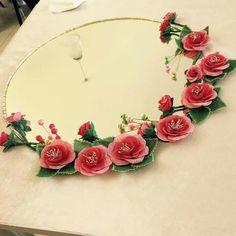 Neşe'nin gözdeleri Best T Shirt Designs, Needle Lace, Diy Flowers, Needlework, Floral Wreath, Cross Stitch, Chokers, Wreaths, Embroidery
