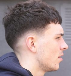 Short Crop Textured Cowlick Hairstyles, Hairstyles Haircuts, Cool Hairstyles, Crop Haircut, Fade Haircut, Modern Haircuts, Haircuts For Men, Hair And Beard Styles, Curly Hair Styles