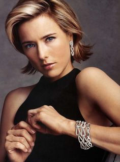 """Elizabeth Téa Pantaleoni, better known by her stage name Téa Leoni, is an American actress. She has starred in a wide range of films including Jurassic Park III, The Family Man, Deep Impact, and Ghost Town. Born: February 25, 1966 (age 48),       New York City, NY Height: 5' 7"""" (1.70 m)"""