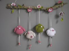 Birdies under the bower ... designer Wilma doesn't offer her crochet patterns but her blog here is full of lovely ideas