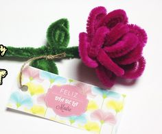 Learn how to make a pipe cleaner flower step by step. The perfect mother's day craft, it's very easy.
