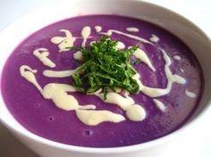 Rode Kool Soep. Smakelijke soep met een prachtige kleur.