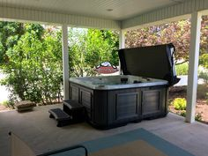 Congratulations Smith family on your new Arctic Spa Frontier in Platinum Swirl with a Charcoal Composite Cabinet and Smartop in Portobello. What a great addition to your back yard. Get ready to get your relaxation on. Welcome to our Arctic Spa family. #ArcticSpasUtah