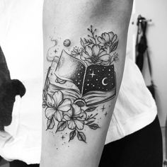 Been considering getting a tattoo for a time? We have selected and picked 31 of our favourite pretty tattoos - have a look and get some inspiration. Tattoos 3d, Sexy Tattoos, Body Art Tattoos, Small Tattoos, Tattoos For Women, Tattos, Writer Tattoo, Book Tattoo, Original Tattoos