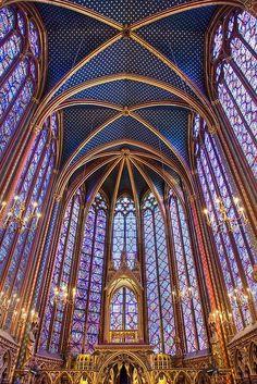 Saint Chapelle, Paris, France - Az ólomüveg a modern templom ablakokban is kiválóan érvényesül és lenyűgözi a nézőket.