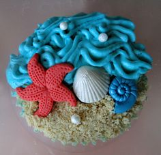 Beach cupcakes for a engagement party Beach Wedding Cupcakes, Beach Theme Cupcakes, Cupcakes For Boys, Themed Cupcakes, Fun Cupcakes, Cupcake Cookies, Ocean Cupcakes, Wedding Cake, Decorated Cupcakes