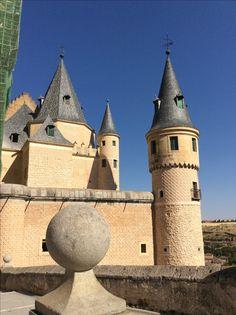Conos. Cilindros. Esferas. Prismas. Alcázar de Segovia.