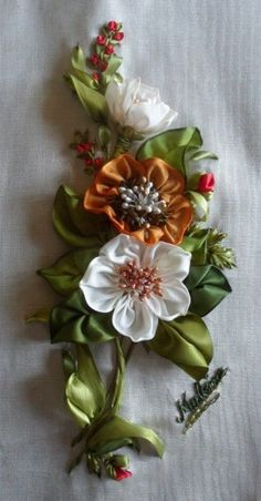 Wonderful Ribbon Embroidery Flowers by Hand Ideas. Enchanting Ribbon Embroidery Flowers by Hand Ideas. Learn Embroidery, Embroidery Art, Embroidery Stitches, Embroidery Designs, Ribbon Art, Diy Ribbon, Ribbon Crafts, Ribbon Flower, Flower Hair