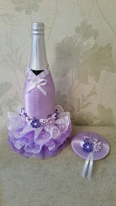 Wine Bottle Gift, Wine Bottle Covers, Wine Bottle Crafts, Bottle Art, Craft Wedding, Diy Wedding Decorations, Personalized Wine Bottles, Recycled Glass Bottles, Wedding Bottles