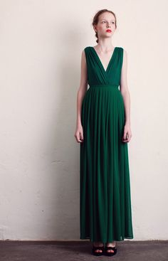 Love this green maxi skirt by Charlotte Rouge Evening Outfits, Evening Dresses, Emerald Dresses, Charlotte, Street Chic, Special Occasion Dresses, Outfit Sets, Lady, Pretty Outfits
