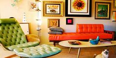 Far from being out of fashion, retro home decor is a popular trend nowadays. Retro home decor style will resurface the lost treasures of the past. Décoration Mid Century, Mid Century Decor, Mid Century Style, Orange Couch, Red Sofa, Retro Room, Vintage Room, Vintage Decor, Retro Vintage