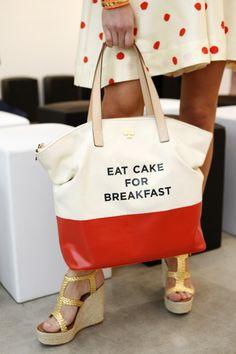 Omg! I sooo need this bag.