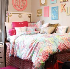 25 Preppy Dorm Rooms To Copy - You can spend endless hours shopping for dorm decor. So, we picked the cutest preppy dorm rooms to copy with stripes, florals, and ofcourse, Lily patterns! Dorm Room Headboards, Dorm Room Walls, Cool Dorm Rooms, Dorm Bedding, College Bedding, Preppy Bedding, Bedding Sets, Preppy Dorm Room, College Bedroom Decor
