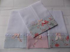 Fraldas Decoradas com aplique ou bordado. <br>Kit com 3 Fraldas de Boca e 1 Fralda de Ombro. <br>Boca 0,31 x 0,36 <br>Ombro 0,67 x 0,31 <br>Tecido 100% algodão. <br>Fralda luxo fofura máxima 52 fios por cm². <br>Aplique Guipir. Hobbies And Crafts, Diy And Crafts, Sewing Hacks, Sewing Projects, Baby Burp Cloths, Baby Design, Baby Decor, Beautiful Babies, Kids And Parenting