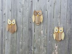 Fence Board Owls - Another project Jackie and I did on our last crafting weekend together.  Old Fence Boards; Bottle Caps and Buttons.  Can't much simplier or cheaper than that !