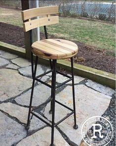 Raindrops in Virginia- Industrial Furniture Concrete Furniture, Iron Furniture, Wooden Furniture, Diy Bar Stools, Bar Stools With Backs, Pallet Projects, Garden Projects, Diy Projects, Industrial Chic