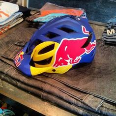 red bull mtb helmet ile ilgili görsel sonucu Bmx, Motocross, Mtb Frames, Helmet Design, Red Bull, Bicycle Helmet, Mountain Biking, Projects To Try, Sneakers Nike