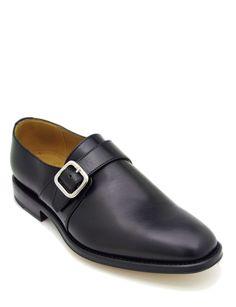 #Pantofola realizzata in pelle di vitello colore nero. Costruzione #GoodyearWelted e suola in cuoio. Perfetta per un look casual, con giacche sportive senza tralasciare eleganza sotto un vestito intero o spezzato. #MadeInItaly