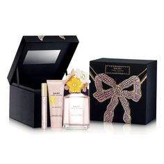 Marc Jacobs Daisy Eau So Fresh 3-Piece Deluxe Gift Box Set