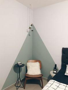 Parede geométrica: passo a passo e 20 ideias para te inspirar (FOTOS) Girl Bedroom Walls, Bedroom Decor, Bedroom Ideas, Wall Decor, Home Room Design, Home Interior Design, Room Wall Painting, Creative Wall Painting, Bedroom Wall Designs