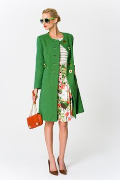 Milly - love the green coat with the floral print skirt! Spring Fashion, Fashion Show, Fashion Trends, Fashion Ideas, Classic Style, My Style, Green Style, Green Coat, Green Jacket