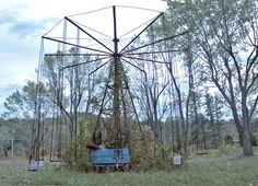 West Virginia's abandoned Lake Shawnee Amusement Park shut down back in 1966 and has laid in ruins ever since. Abandoned Theme Parks, Abandoned Amusement Parks, Abandoned Buildings, Abandoned Places, Lake Shawnee Amusement Park, Park Swings, Haunted America, Carnival Rides, Haunted Places
