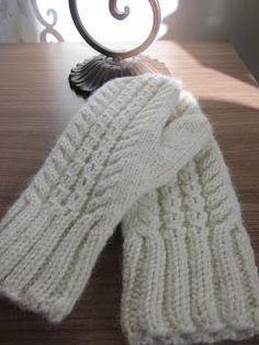 Ravelry: Hertta pattern by Essi Rajaniemi Knitted Mittens Pattern, Knitted Boot Cuffs, Knit Mittens, Knitted Hats, Knitting Charts, Loom Knitting, Knitting Socks, Knitting Patterns Free, Knitting Accessories