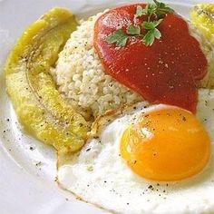 Cómo hacer arroz a la cubana. El arroz a la cubana es una receta popular y sencilla pero muy deliciosa. Elaborarlo es más fácil y rápido de lo que piensas pues no requiere de complejas preparaciones o demasiados ingredientes, resu...