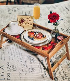 Breakfast in Bed Romance in a Box What can be better than a romantic breakfast in bed? If you are looking for romantic breakfast ideas for her or him, our Breakfast Box is a great solution for preparing a visually-stunning breakfast in bed. Romantic Breakfast, Breakfast Plate, Mothers Day Breakfast, Birthday Breakfast, Breakfast In Bed, Perfect Breakfast, Breakfast Recipes, Breakfast Ideas, Anniversary Breakfast