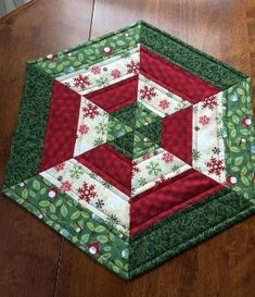 Dress up your dining table, coffee table or dresser with this beautiful table topper. It is the perfect size for displaying a floral arrangement, a group of fr Quilted Table Runners Christmas, Table Runner And Placemats, Table Runner Pattern, Table Topper Patterns, Quilted Table Toppers, Christmas Sewing, Christmas Crafts, Christmas Quilting, Bird Quilt