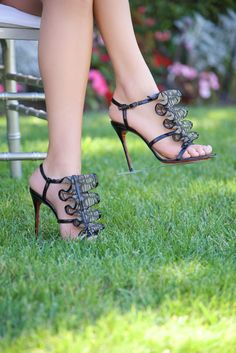 b49fb6e060a9 Grasswalkers are flexible transparent strips that adhere to the bottom of your  favorite high heels to